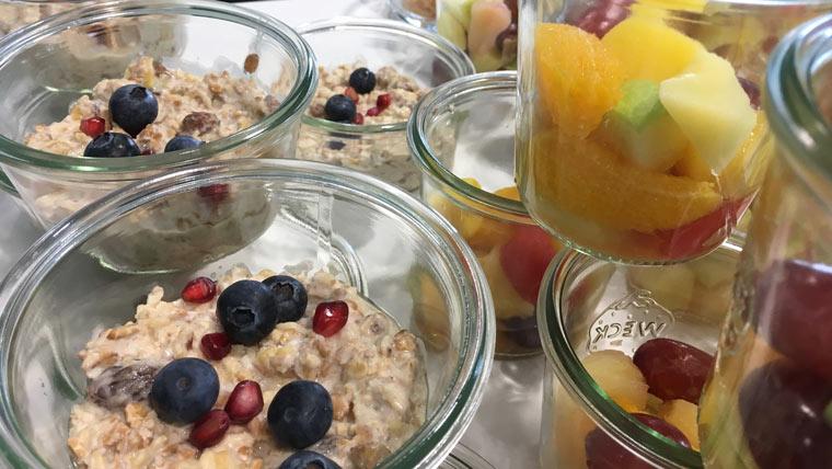 Nachspeise mit Früchten